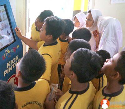 Anak Sekolah Menyukai Kipin Untuk Sarana Belajar