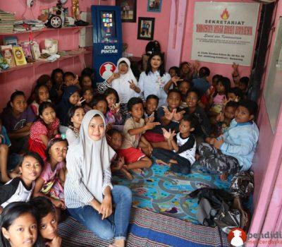 Yayasan Hati Bagi Bangsa Memanfaatkan Kios Pintar Untuk Belajar